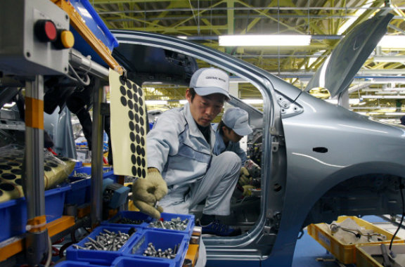 buendiario-Toyota-reemplaza-robots-personas-fabricas